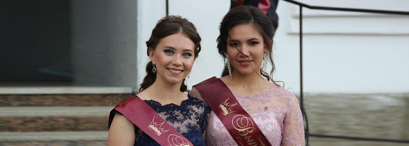 Анастасия Беляева и Алина Насыртдинова. Выпускной 29 июня 2019 г.